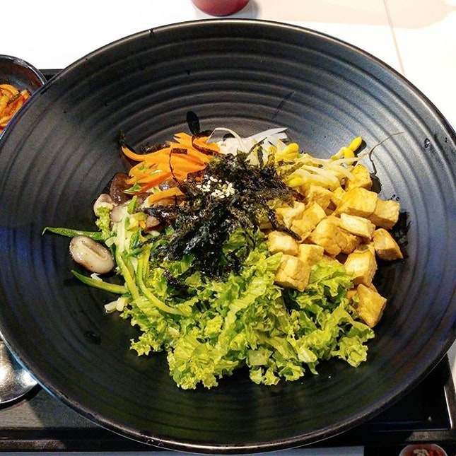 Another very giantic portion of bibimbap!