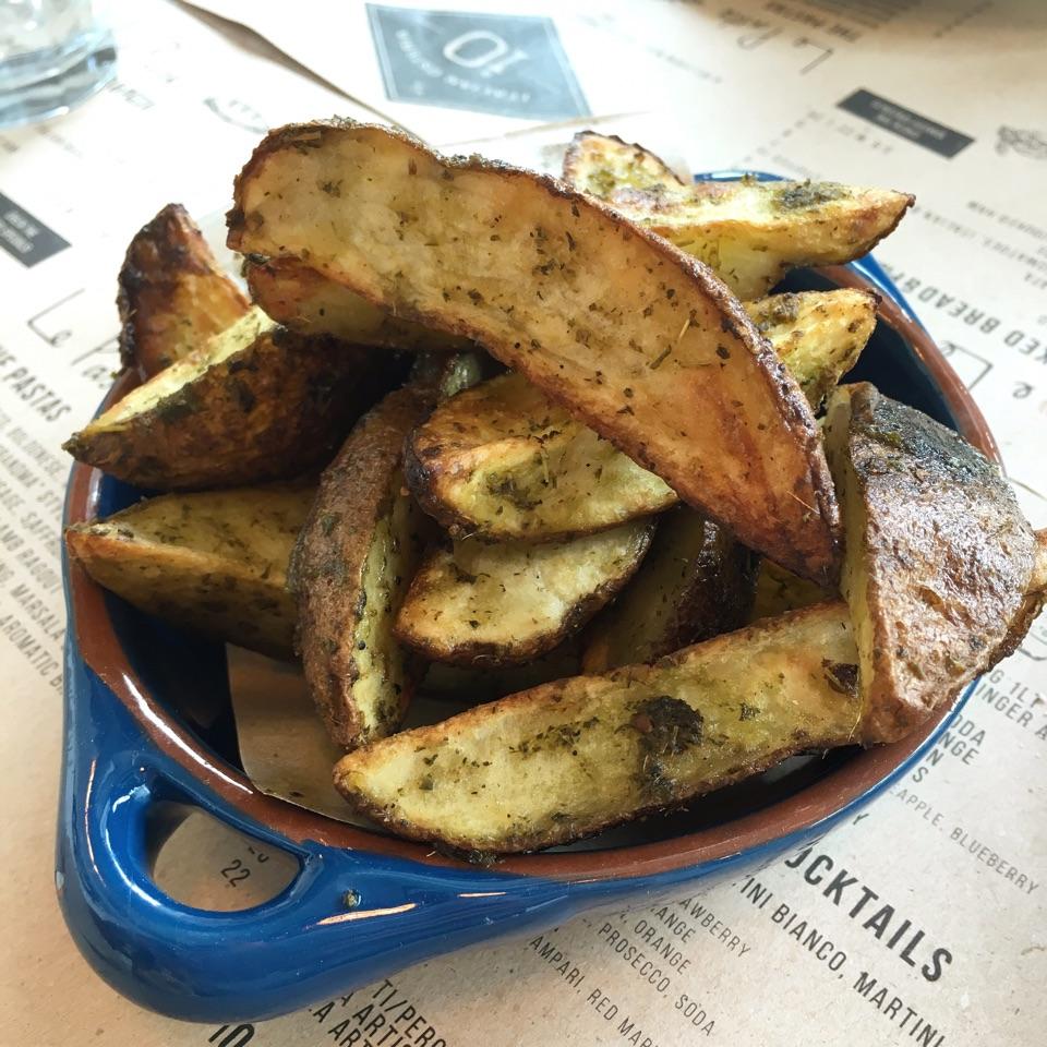 Hand cut Potato Fries