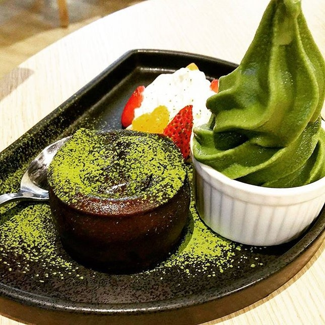 Molten choco lava ($12.99)  Been craving for lava cake for the longest time, but I'm not sure where to get one 😅 I found one at maccha house and it was not disappointing!