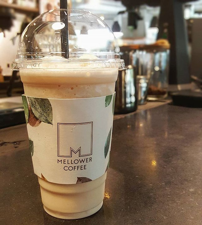 For a cosy and relaxing cafe in Bugis ☕ to break yourself from all the shopping, or simply to catch up on work and studies.