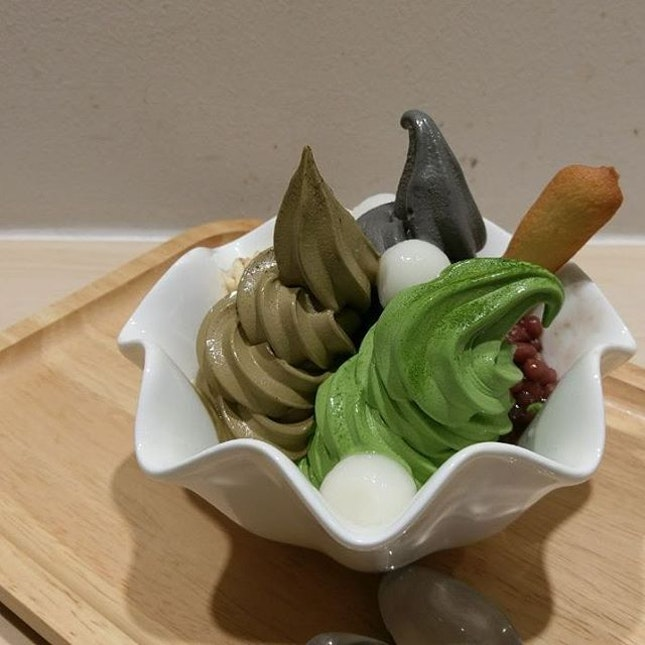 #Matchaya's Triple Flavors Bowl - #Matcha, Houjicha, and Sesame Soft Serve 😍  Found it to be better than Tsujiri.