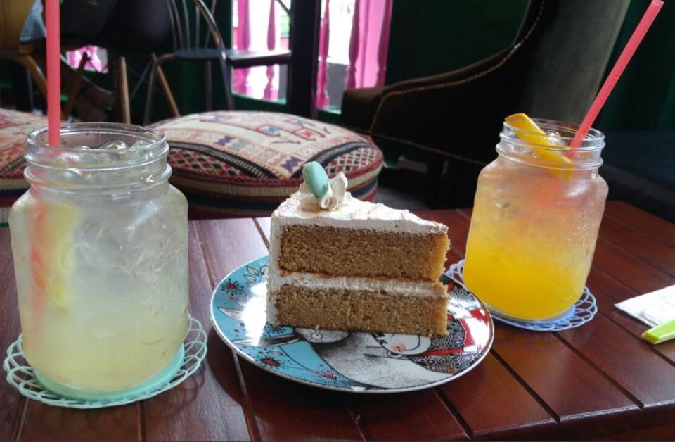 Salted Caramel Cake And Mocktails