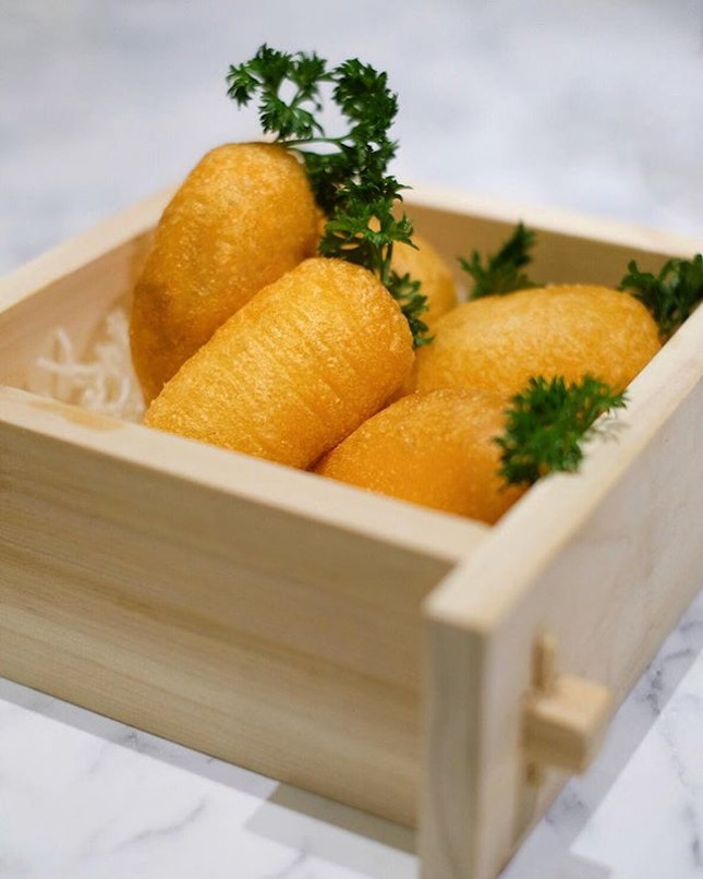 Deep fried carrot dumpling pastry with chicken & dried shrimp [$5.30/3 pcs] .