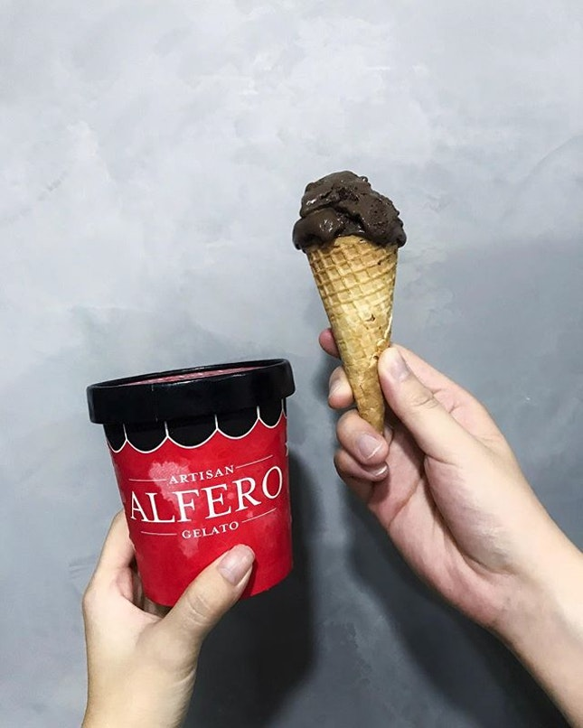 • Dark Chocolate Sorbet (GMO-free ingredients and 70% cacao from France) • Hazelnut Sorbet (hazelnuts from Italy) .