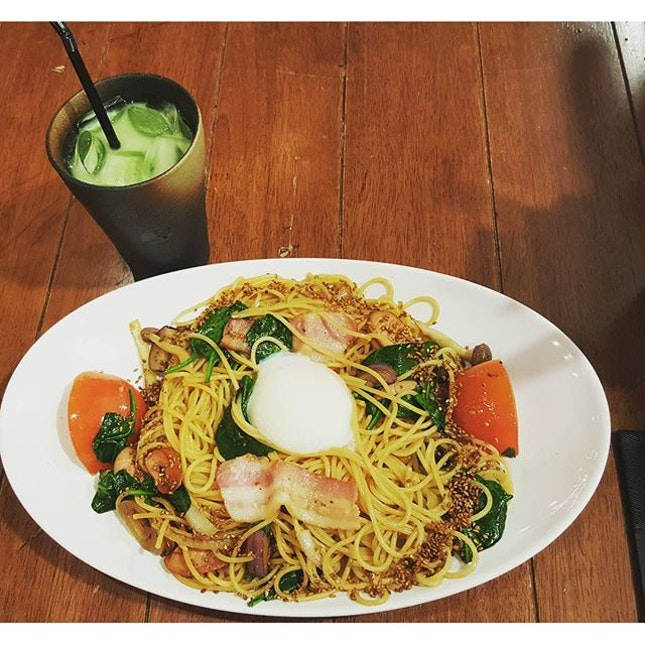Miam Miam Spaghetti 🍝🌞 Iced matcha latte🍶 Extremely big portion for one person.