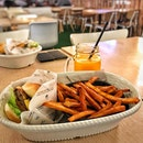 🍔🍟🍊 #Burger #Lunch #SweetPotatoFries 😍 #omakase #alinaeats #onthetable #burpple #burpplesg #instafood #instadaily #webstagram #foodie #foodporn #foodstagram #foodphotography #foodporn #먹스타그램 #고구마튀김 #버거