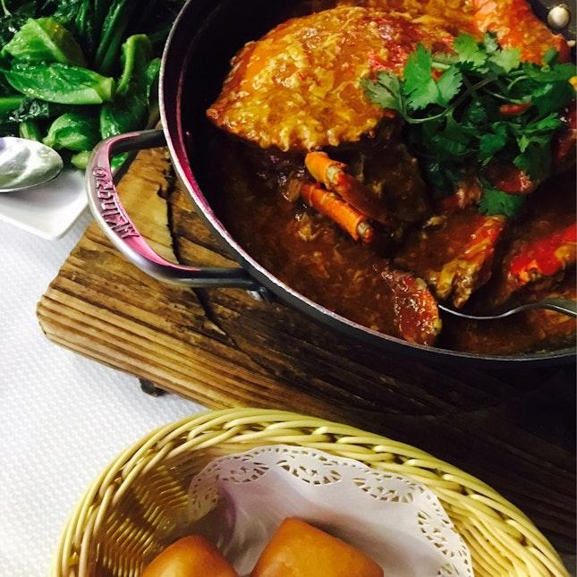 Jumbo Chilli Crab with Fried Mantou