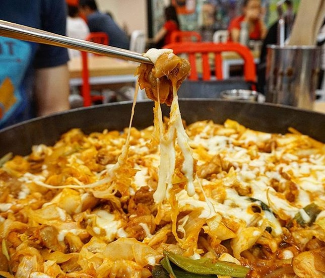 Spicy dakgalbi pan with lots of cheese!