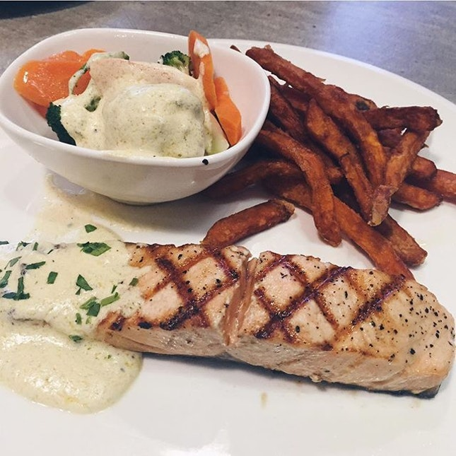 simple western food done right 😋 flakey salmon w buttery cream veges and crisp sweet potato fries on the side!!