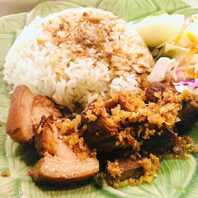 Cheap and good Thai food along Bugis.