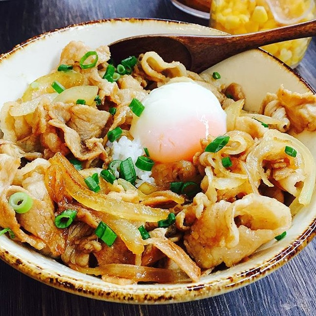 Surprise find here at @TheSeletarMall, Buta Shogayaki Don ($11.90++), soft, tender and well marinated pork with onions topped with a soft boiled egg.