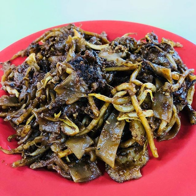 Not a fan of Char Kway Teow but since it was awarded Michelin Bib Gourmand, must try right.