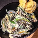 NICKELDIME DRAFTHOUSE --------------- CURRIED IPA MUSSELS --------------- Missing this satisfying pot of large green-lipped mussels cooked in curried cream and craft beer with crispy dipping baguette!