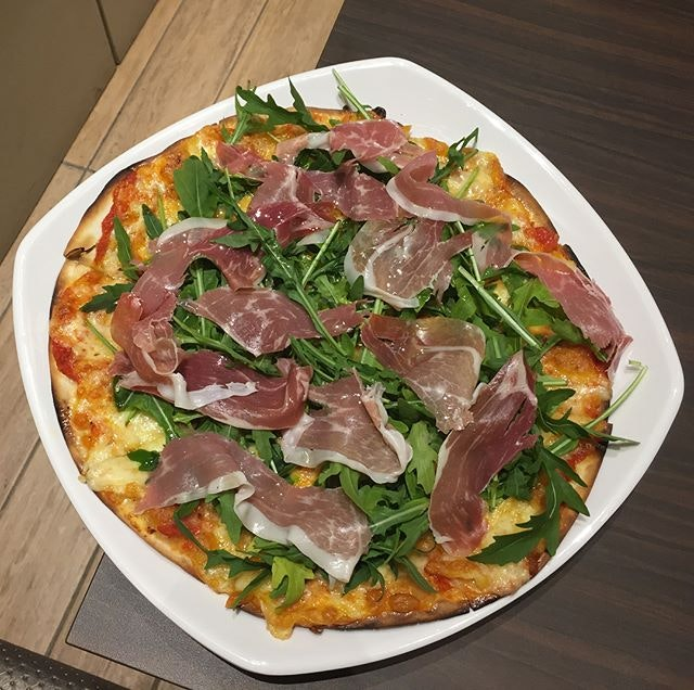 Parma Ham Arugula Pizza ($19.90) 🍕 Crispy thin crust with tangy tomato sauce base, topped with mozzarella with slices of parma ham and fresh arugula 🍕 I really enjoyed this thin crust pizza made crispy exactly how I like it to be.
