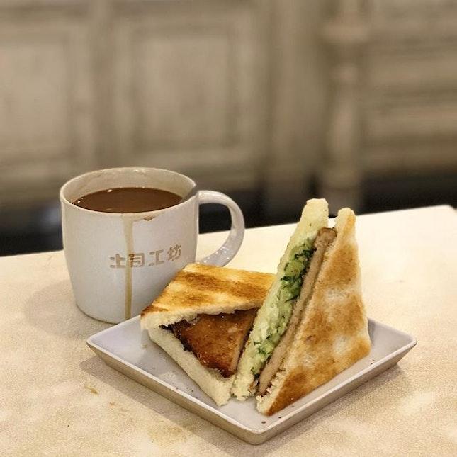 Pork Chop Sandwich with Kopi ($6.90) 🍞 I really love the crispy toasted bread of Toast Box.