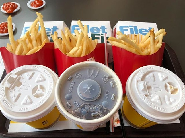 Despite all the hypes with creative items on the menu, we still go for the most original old school Filet O Fish with unsalted Fries & Latte/Ice Lemon Tea 🍟 Simple .