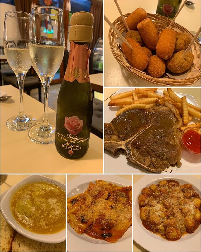 Small little Italian eating place run by an Italian couple at a neighborhood housing estate 🇮🇹 Started the dining with everyone's favorite- Moscato Bottega ($20) - pretty bottle, sweet taste 🍷 Among the Fried Mixed Starter ($15), we love the stringeeee mozzarella cheese.