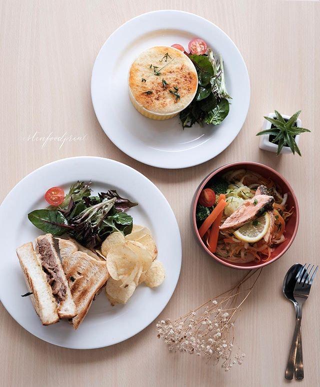 The Royals Cafe (Siglap)