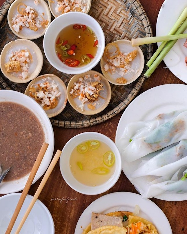 Set Menu of 5 Traditional Vietnamese Hue Food (120,000 VND = S$7 per pax, only 3 out of the 5 is pictured here).