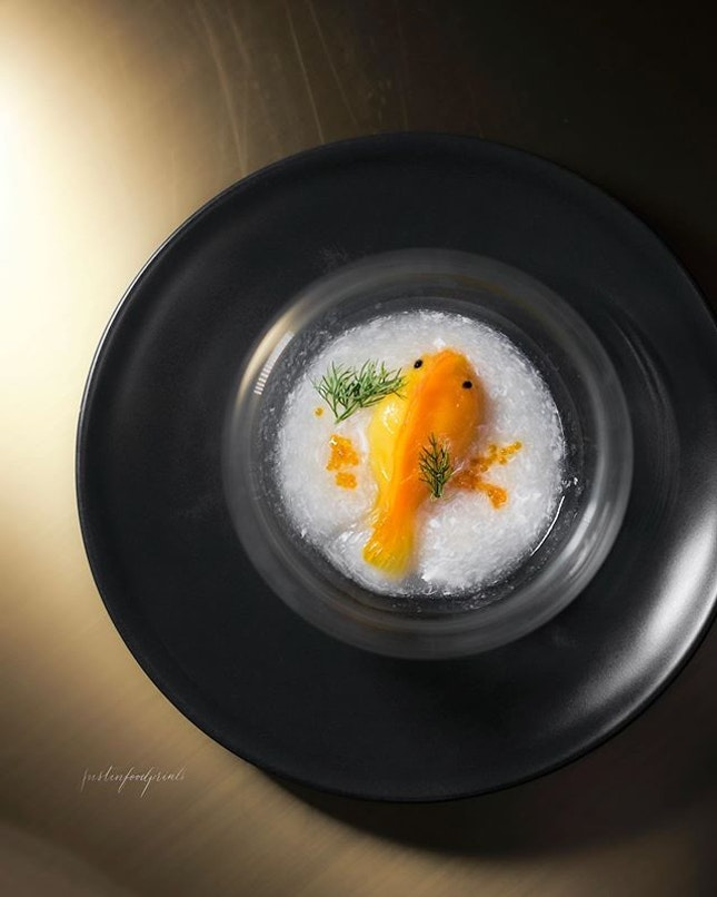 Steamed 'Goldfish' Prawn Dumpling ($4.80++/pc, 蛋白蒸金鱼饺).