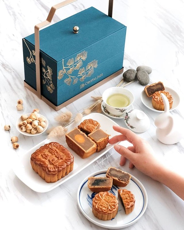 Mini Treasures ($68, 迷你八宝烘皮月饼).