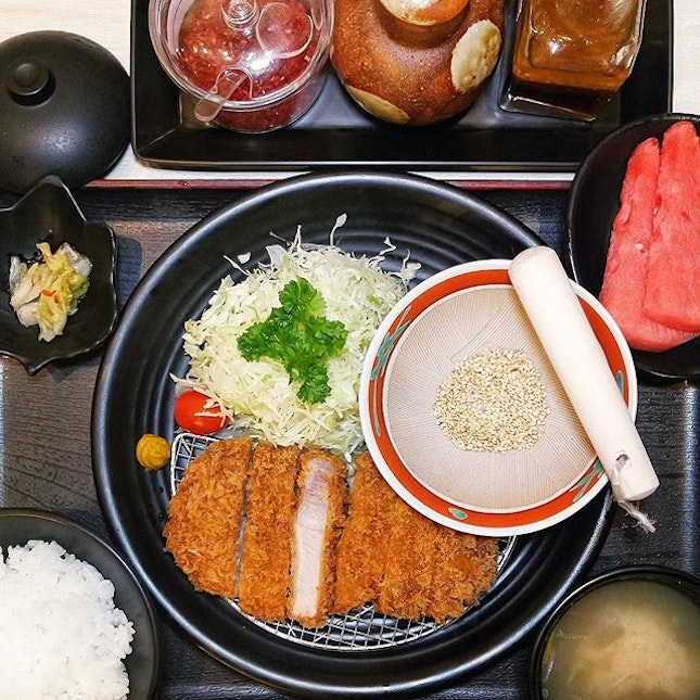 Secretly been craving a good tonkatsu, and didn't find one in Japan.