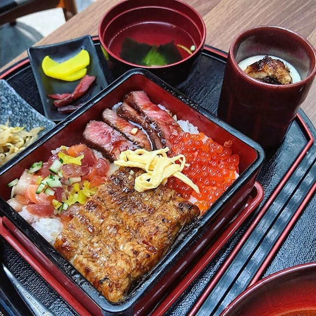 Ichinoji Mixed Box which has the best of three worlds: succulent grilled unagi, charcoal-grilled A5 Kagoshima wagyu and those little orbs of ikura fish roe.