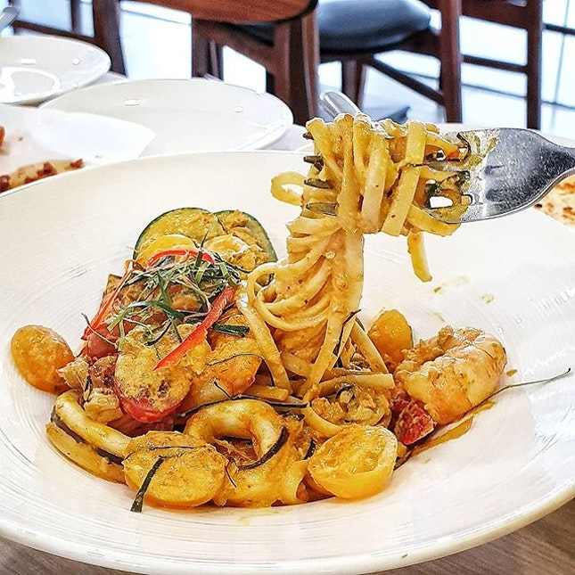 If you think hotel restaurants are to be looked past for quality ala carte food, you may think twice from this Padang Pasta @jubilicious_sg at Hotel Boss.