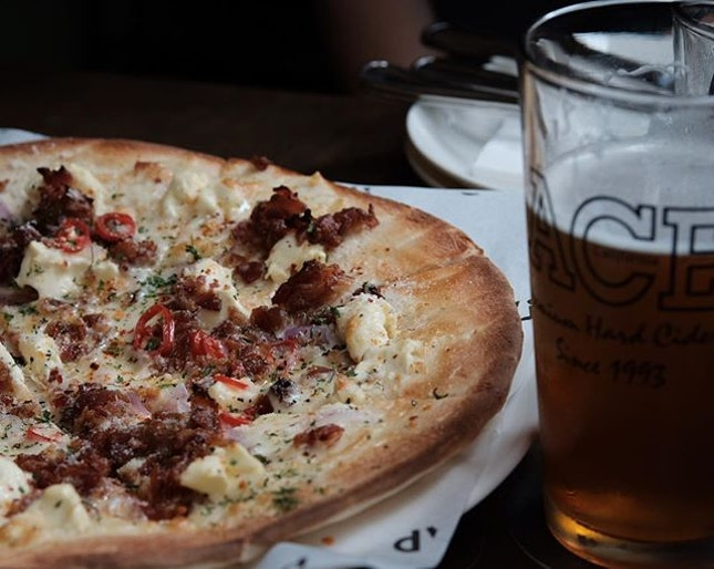#tbt red pizza at @tapsbeerbar Robertson Quay.