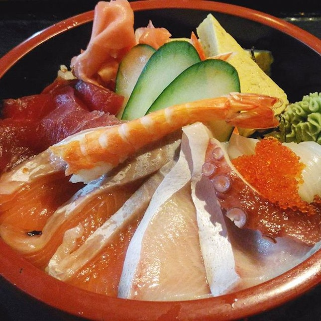 Always have a craving for sashimi on Thursday and today I wasn't disappointed with the quality of cuts in this Sashimi Don.