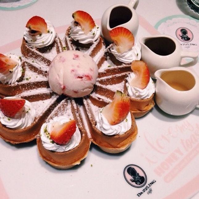 Waffle @ Dazzling Cafe