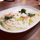 A must order, the signature white beehoon was soft and soaked up the milky savoury broth.