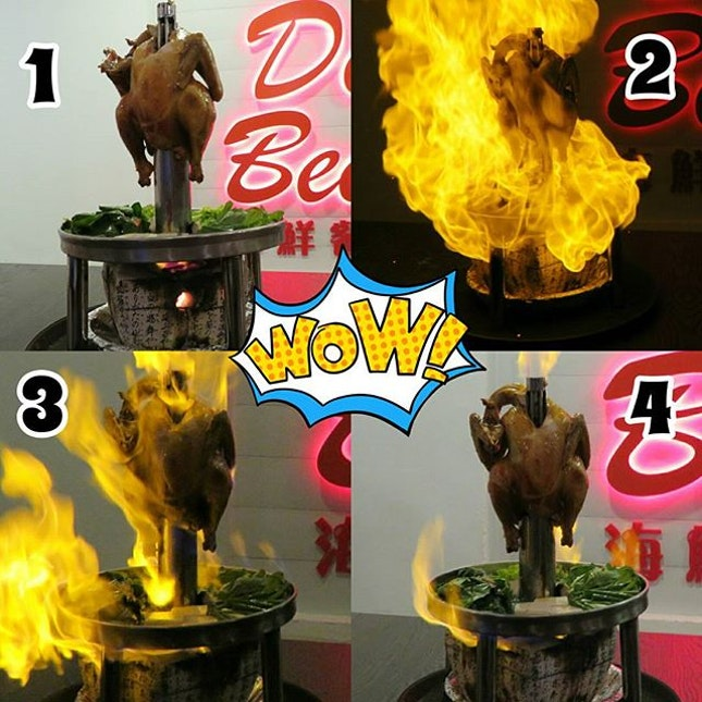 "[Media Tasting] De'Beer signature dish ""Flaming chicken""."