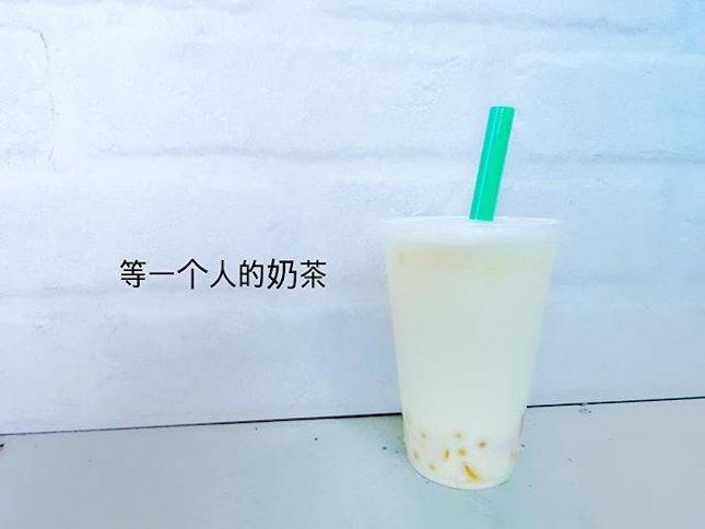 || 等一个人地奶茶 || [Nit N Grit] Honey green milk tea w lychee pops and jelly.