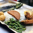 First place that comes to our mind for good Nasi Lemak Chinese way, especially when hunger calls at midnight.