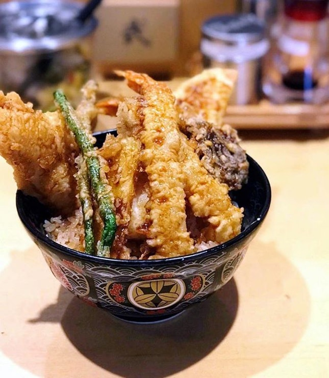 There were only 2 dishes in the place: a special and a vegetarian Don, yet their tempura Don attracted a regular flow of customers every time we visited.