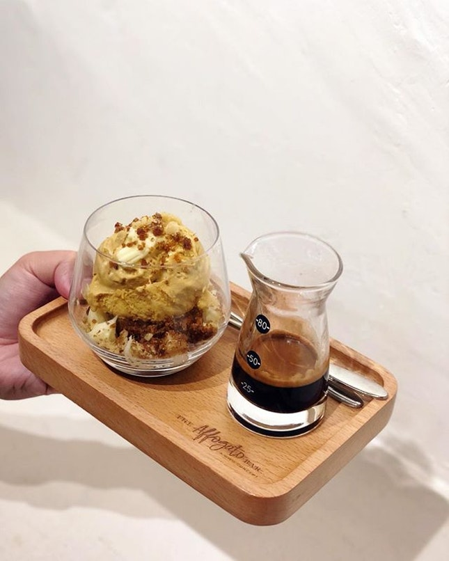 Nevermind not being able to sleep after this but affogato's just too irresistible for me.