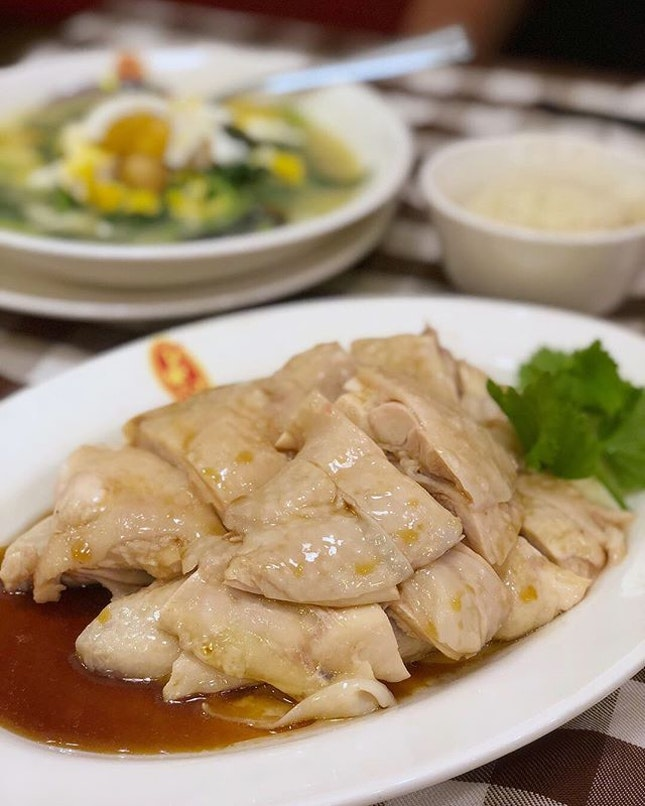 Craving for chicken rice brought us back to BTK for some smooth tender chicken with power chilli.