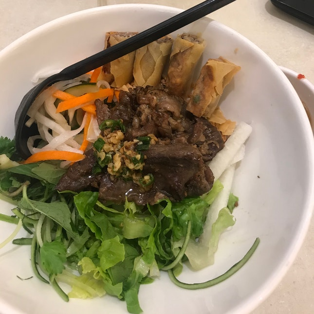 dry beef noodles w/ spring rolls