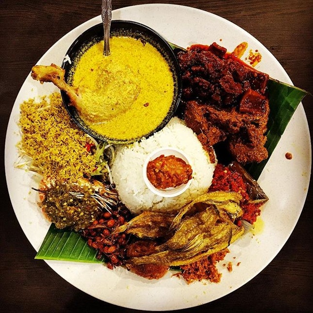 Nasi Ambeng ($29.90 for 2pax)  This is definitely for one of those 'i can eat a cow' days.