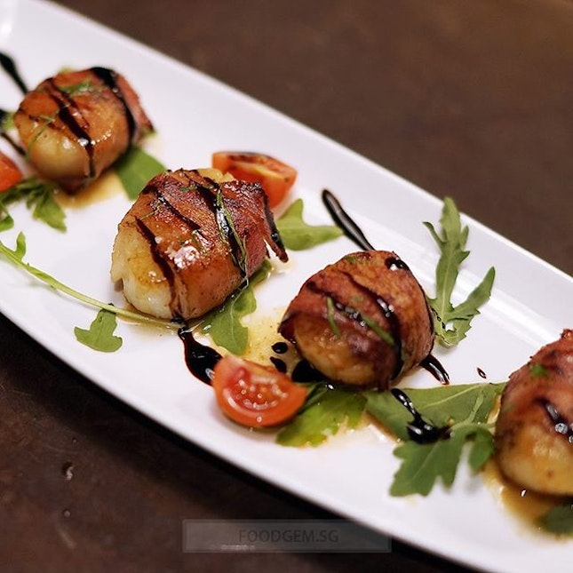 Sweet and juicy scallops with a lovely caramelized colour on each side.