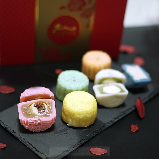 Getting excited to see these mooncakes in lots of happy colours.