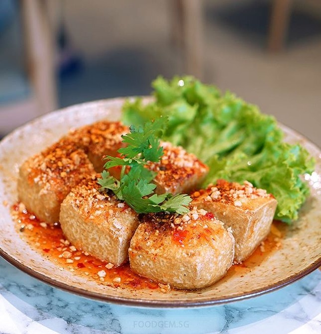Mini deep-fried tofu cubes, not the silken tofu, with a crispy crust and it's not oily at all!