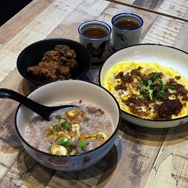 The porridge was cooked with a mixture of brown and white rice, dried scallops, cuttlefish, dried shrimp, tender pork collar and braised peanut.
