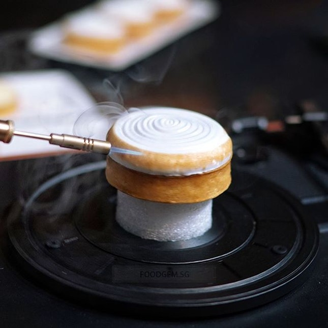 If you have a sweet tooth and enjoy European pastry, sugar into high-end exquisite French pastry at newly opened pastry cafe, A Summer With Paris.