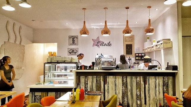Coffee & Cake  #burpple #eatoutsg  #sgfoodie  #yelpelite  #sgfoodie  #openrice  #8dayseat #i8mondays #sgigfoodies #eatbooksg #whati8today #thefoodiehub #igcommunity #cravenonstop #hungrygowhere #cafehoppingteam  #fatclayfood #letoilecafe