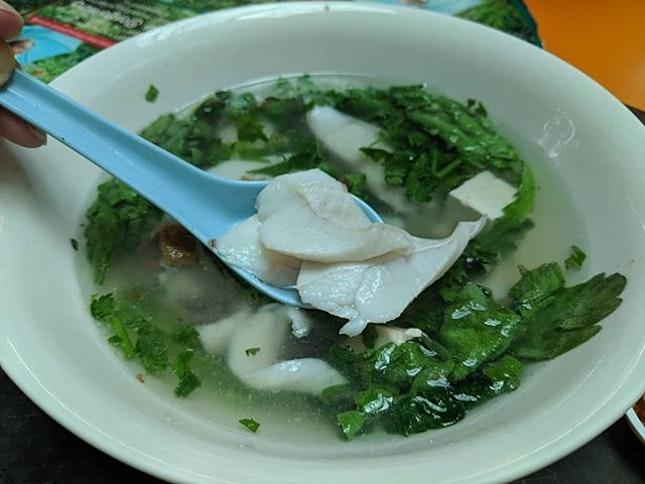 一家 Teochew Fish Soup Pomfret fillets and Garland Chrysanthemum 🤗  Maxwell Fuzhou Oyster Cake Rare find, so good ❤️ .
