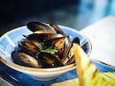Mussels @pinceandpints 🖤 #whydidntIorder #lobsterroll .