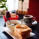 Breakfast the Nanyang 🇸🇬 way on this very crucial Monday ☕️🥚🥪 @nanyangoldcoffee #ilikeit .