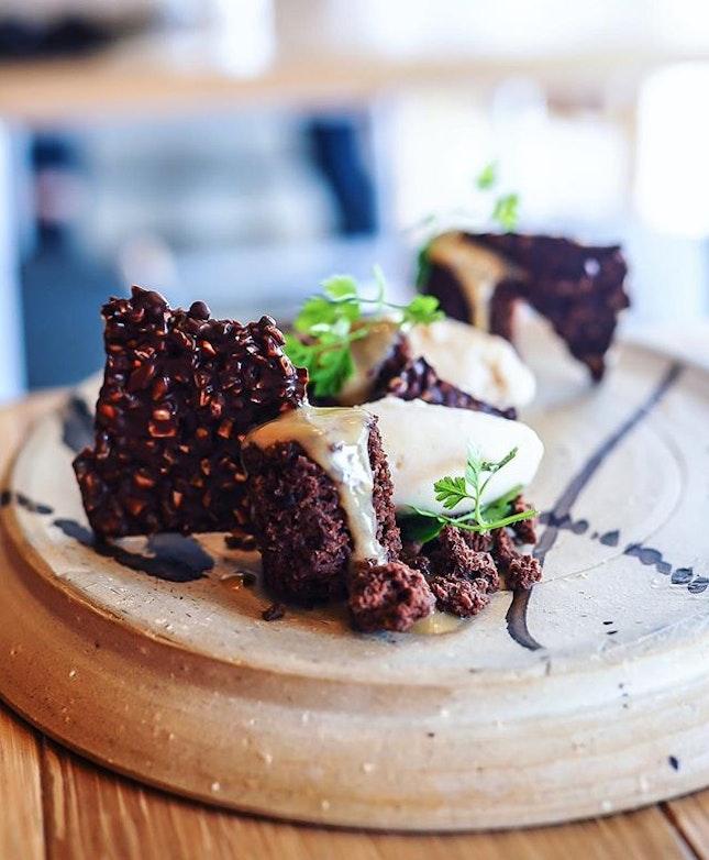 Miso fudge brownie, raspberry jelly, chocolate almond + hazelnut gelato 👍🏻🖤Happy that they now serve À la Carte menu for lunch now!